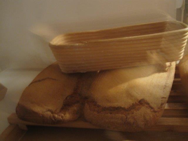 Czy jest coś smaczniejszego niż chlebek własnej roboty? Ten powstał z mąki orkiszowej na zakwasie z miodu i grochu
